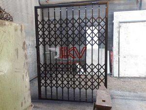 عکس مزایای درب آکاردئونی نسبت به درب ضد سرقت